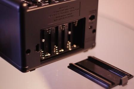 Detalle del receptáculo para las baterías del Blackstar Fly