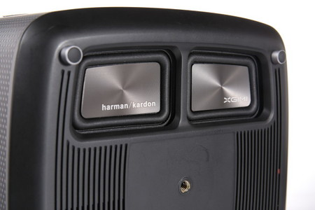altavoces Harman Kardon en base de proyector
