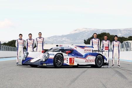 Toyota TS040 Hybrid equipo de pilotos