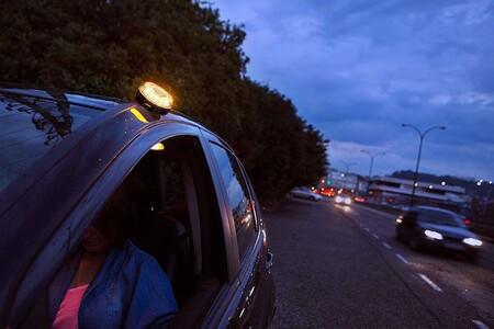 Luz V-16 homologada para sustituir los triángulos de emergencia. Las mejores opciones para el coche