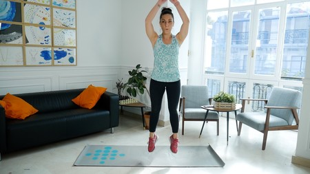 Los ejercicios con tu peso corporal que no pueden faltarte en 2019 para ponerte en forma en tu propia casa, en vídeo