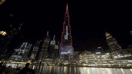 El Porsche Taycan ilumina el Burj Khalifa, el edificio más alto del mundo