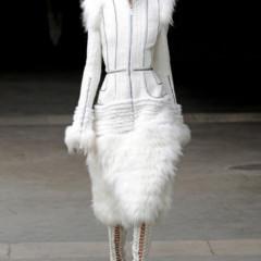 Foto 1 de 27 de la galería alexander-mcqueen-otono-invierno-20112012-en-la-semana-de-la-moda-de-paris-sarah-burton-continua-con-nota-el-legado en Trendencias