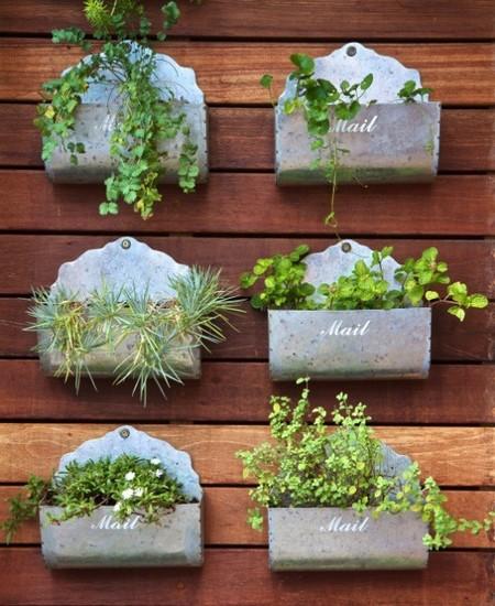 Nueve ideas para montar tu huerto en casa con estilo for Como construir jardines verticales caseros
