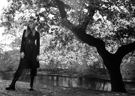 Los días de otoño se visten con clase y de color negro. Palabra de Zara