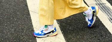 16 ideas de outfits para combinar las zapatillas Adidas Falcon