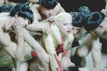 ¡Tenemos la primera foto del videoclip de 'Alejandro' de Lady Gaga!