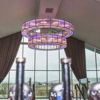 Ingeniería y color en un campo de golf irlandés y su lámpara candelabro de Mullan