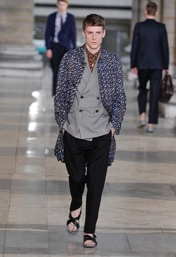 Foto de Dries Van Noten, Primavera-Verano 2010 en la Semana de la Moda de París (10/12)