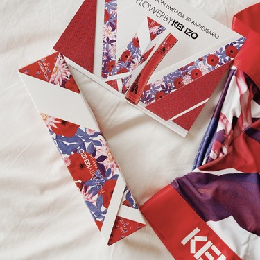 El perfume Flower by Kenzo cumple 20 años y lo celebra vistiéndose con un kimono ideal que nos encanta