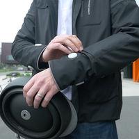 Así es la chaqueta inteligente de Ford para ciclistas: capaz de guiarte y señalizar por ti