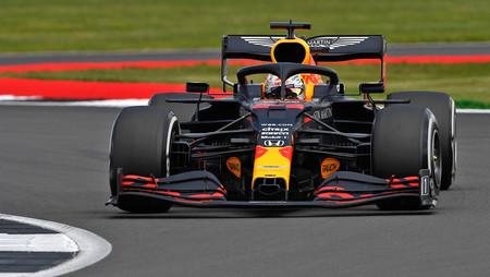 Max Verstappen desquicia a Mercedes y gana el Gran Premio 70 Aniversario de la Fórmula 1