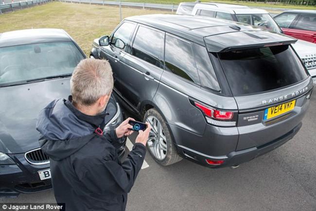 Así funciona un Range Rover Sport teledirigido, a escala 1:1