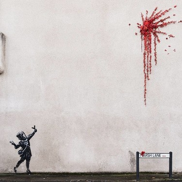 Banksy nos regala una explosión de flores rojas para todos en su nuevo mural por San Valentín