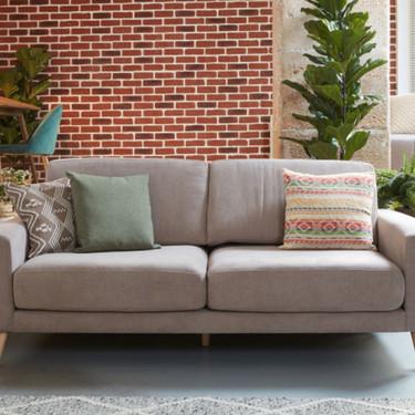 Siete sofás por menos de 500 euros que puedes encontrar en las segundas rebajas