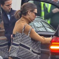 Victoria Beckham, al igual que Melania Trump, se animan con las Superstar de Adidas, que parece que serán las sneaker de moda