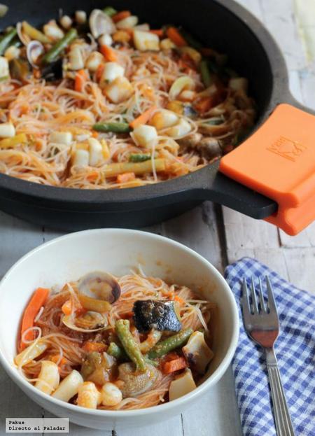 Receta de fideos chinos de arroz con sepia y verduras