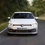 El nuevo Volkswagen Golf GTI de 245 CV ya tiene precio en España, y es 4.630 euros más barato que el nuevo CUPRA Formentor