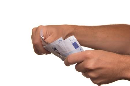 Más de la mitad de los trabajadores españoles cobran menos de 1.000 euros al mes