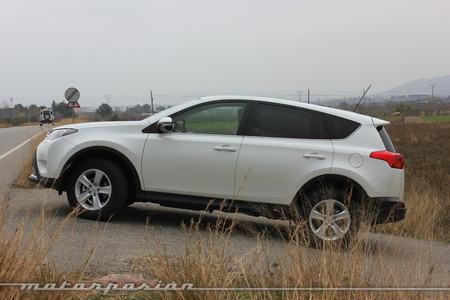Toyota RAV4 2013, vista lateral
