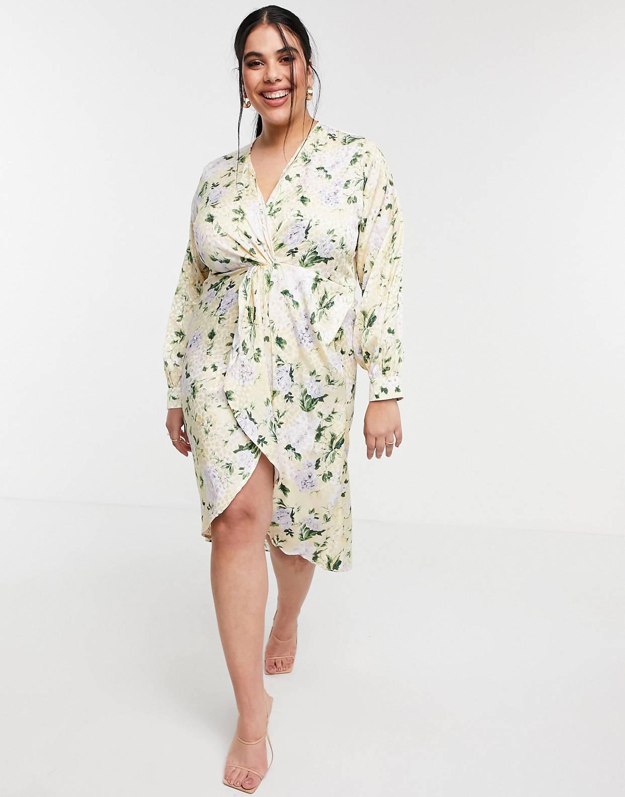 Vestido midi amarillo pastel estilo kimono de manga larga con estampado floral, parte delantera retorcida y bajo asimétrico de Hope & Ivy Plus