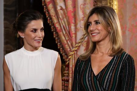 El vestido de Begoña Gómez en su encuentro con la Reina Letizia lo firma Pedro del Hierro y está rebajado