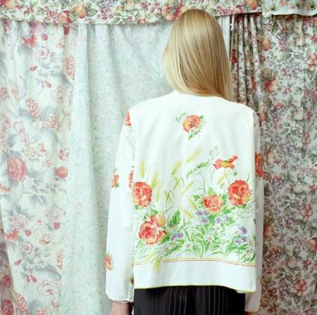 Esta marca francesa utiliza cortinas de hotel desechadas para crear sus prendas... ¡y el resultado es sorprendentemente chic!