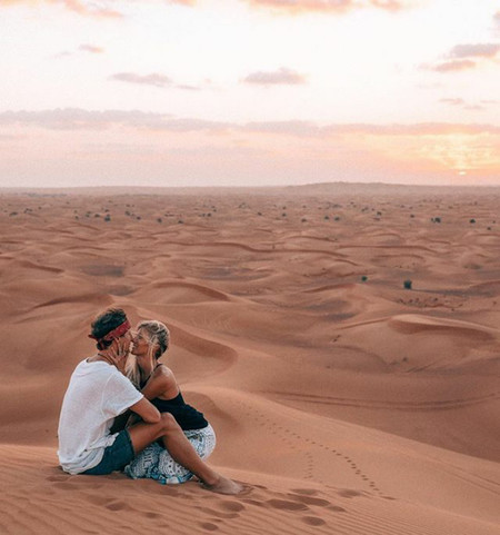 Esta pareja gana 9.000 dólares por cada fotografía de sus impresionantes viajes (y te contamos su secreto)