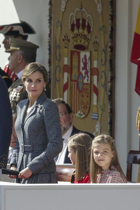 Examinamos el look más sobrio de la reina Letizia, así como el de la  princesa Leonor y la infanta Sofía en el Día de la Hispanidad