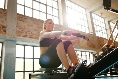 Ejercicio de remo para fortalecer la espalda
