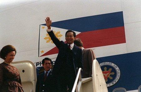 El inquietante presidente del Senado de Filipinas quiere regular los blogs