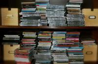 ¿Colocas tus CD, DVD y Blu-ray Disc en horizontal? Quizás te quedes sin ellos
