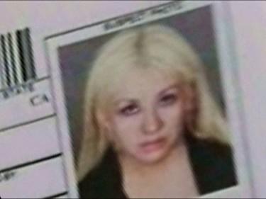 Christina Aguilera, sonríe al pajarito de la policía