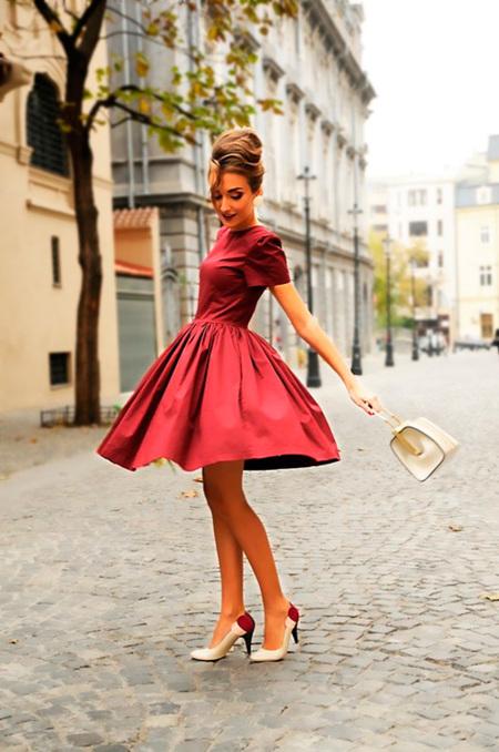 ¡Look de Nochevieja no aptos para tímidas! El rojo y el burdeos para ser la reina de la fiesta