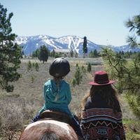 Una madre y su hija de cinco años recorren el mundo juntas escalando montañas