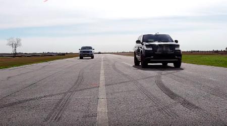 El Hennessey Lincoln Navigator se enfrenta al de producción en el cuarto de milla