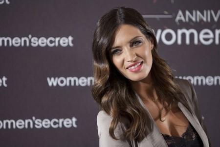 Una espléndida y embarazadísima Sara Carbonero se presenta como imagen de Women'Secret