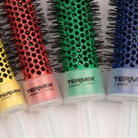 Termix viste sus cepillos con los colores de la bandera LGBT y el resultado es precioso