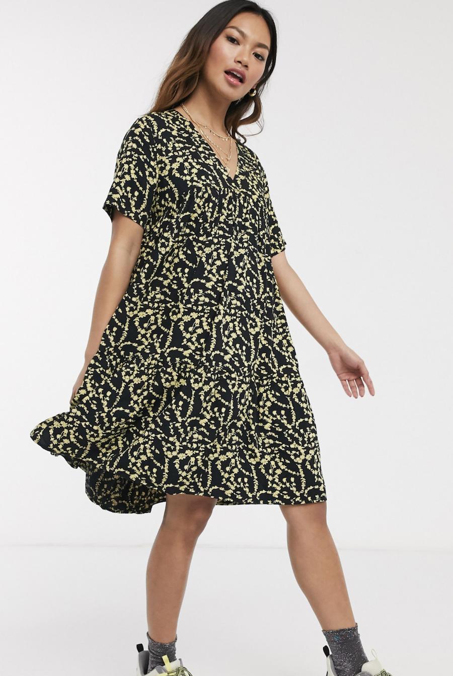 Vestido amplio de manga corta con estampado floral Nadin de Pieces