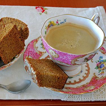 Bizcocho de miel y especias sin grasa: aromática receta para acompañar el café o té