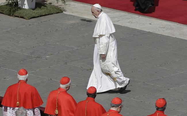 La lucha del Papa Francisco por reformar la Iglesia mientras le acusan de hereje