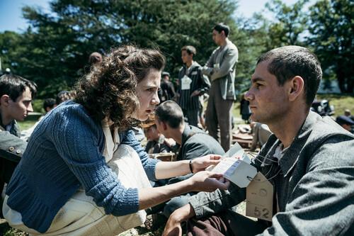 'Laberinto de paz': una sofisticada serie de época en Filmin que muestra las incómodas verdades de la posguerra en Suiza