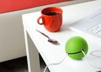 Mantén tus cables ordenados con bolas de colores