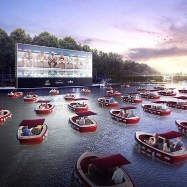 Un cine flotante sobre el río Sena, la iniciativa para mantener la distancia de seguridad en París que nos ha enamorado