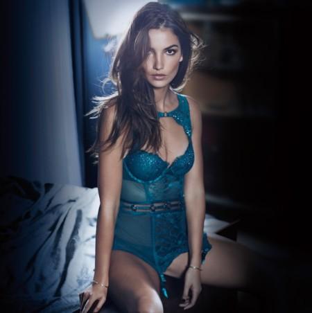 Victoria's Secret rompe los termómetros con su campaña de lencería para esta Navidad
