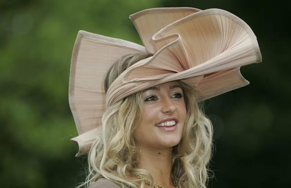 Foto de Ascot 2008: imágenes de sombreros, tocados y pamelas (16/20)