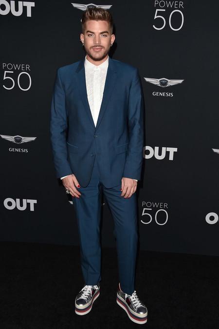 De Azul Y En Plataformas El Look De Adam Lambert En La Gala De Out Magazine 2