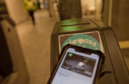La función express de Apple Pay en el metro de Nueva York provoca algunos pagos no intencionados