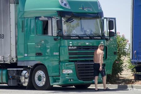 Los transportistas alertan de que la pesadilla de Reino Unido podría llegar a España: la falta de camioneros es ya preocupante