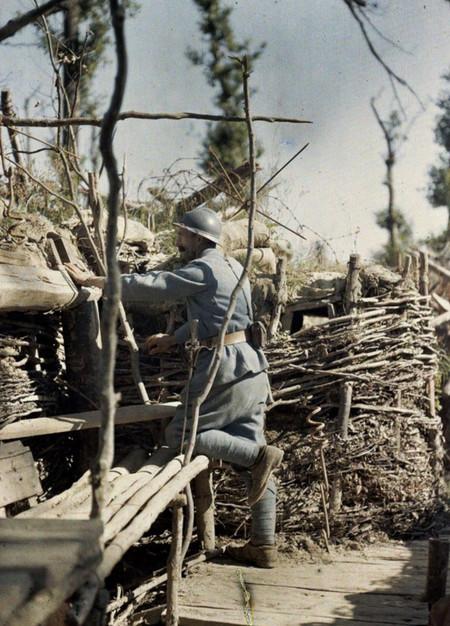 V Soldado En La Trinchera